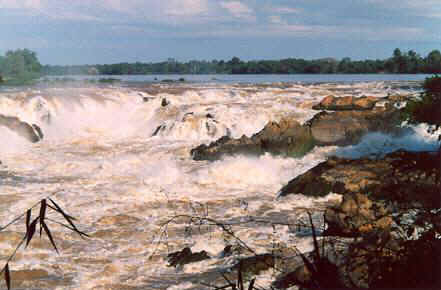 The falls stretch 13 km across the Mekong and its islands. These on the eastern shore the falls are the most impressive.